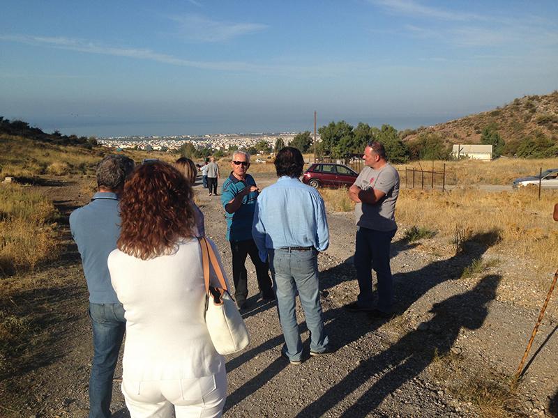 Ξηλώνεται το παράνομο κοιμητήριο Γλυφάδας (φωτό)
