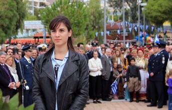 Η Τζογιάννα και το κόκκινο στεφάνι του ΣΥΡΙΖΑ στη Βούλα