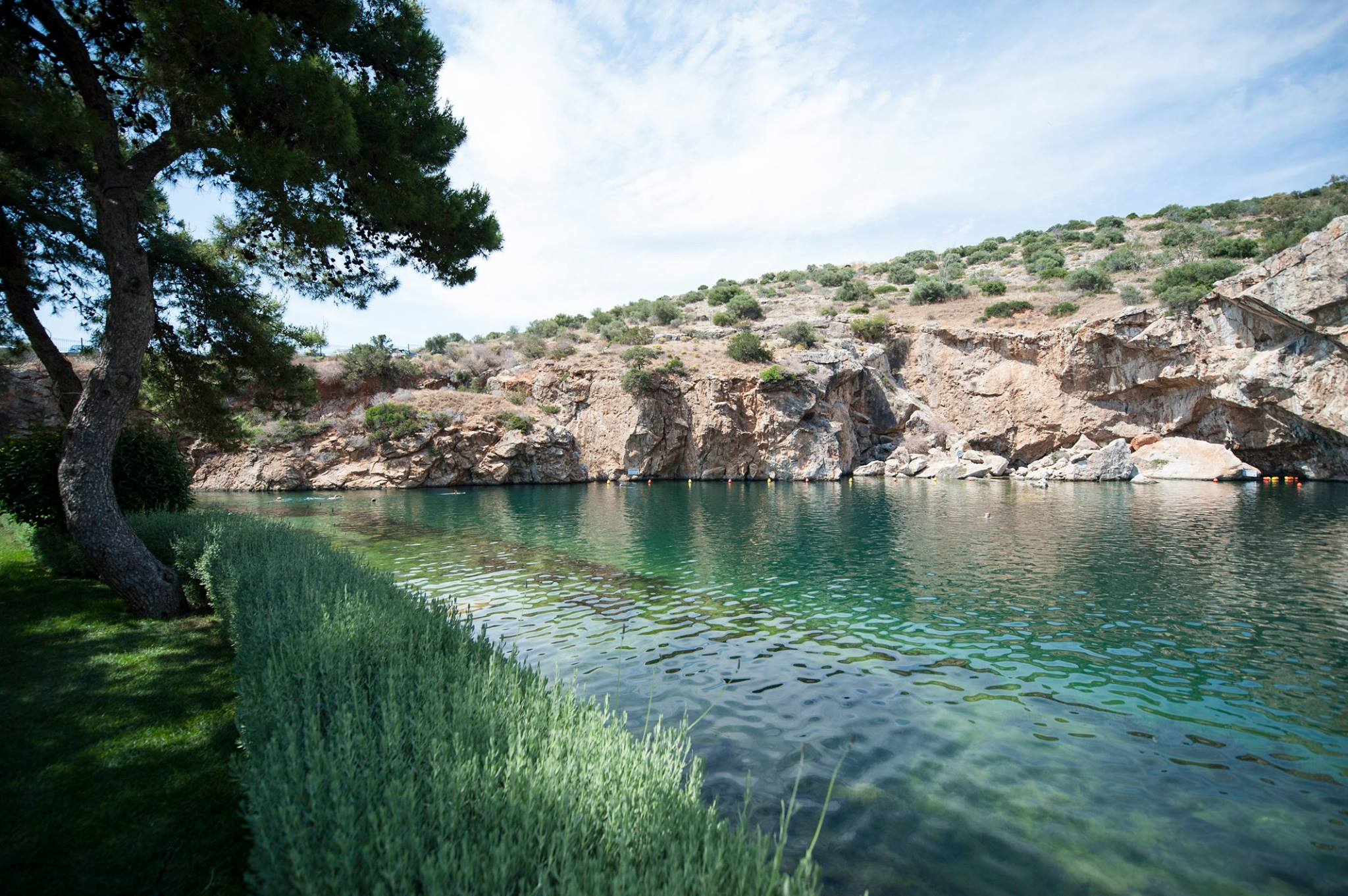 Δόγκας προς Δήμο 3Β: Σταματήστε τις συναυλίες στη Λίμνη Βουλιαγμένης