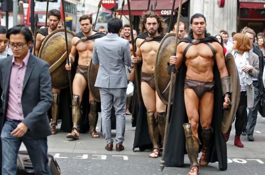 «Αρχαίοι Σπαρτιάτες» αναστατώνουν το μετρό του Λονδίνου!