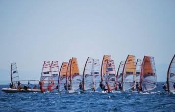 Ο κόσμος του Windsurfing στη Βάρκιζα και φέτος