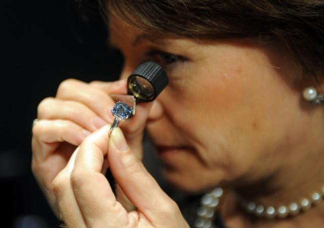 Γαλάζιο διαμάντι αξίας 33 εκατομμυρίων