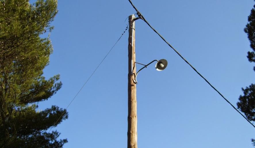 Φωτίζεται σταδιακά η Βάρη με παρεμβάσεις του Δήμου