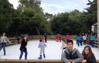 Ενθουσιάζει το παγοδρόμιο στη Βούλα (φωτό)