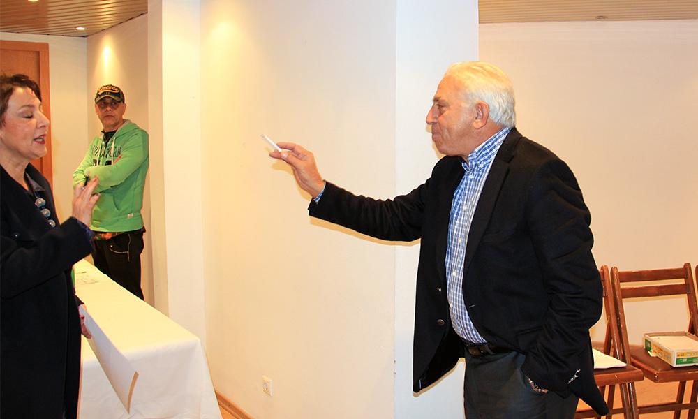 Έξαλλος ο Χατζηδάκης με τον Κωνσταντέλλο!