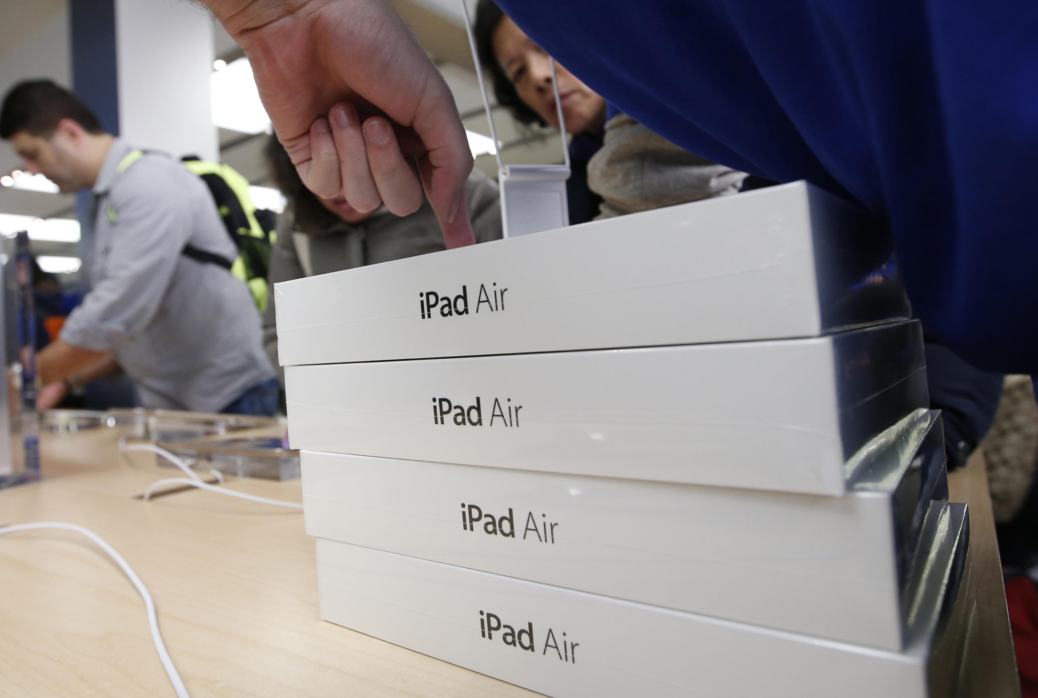 Δωρεάν tablet και συνδέσεις γρήγορου ίντερνετ για 290.000 δικαιούχους