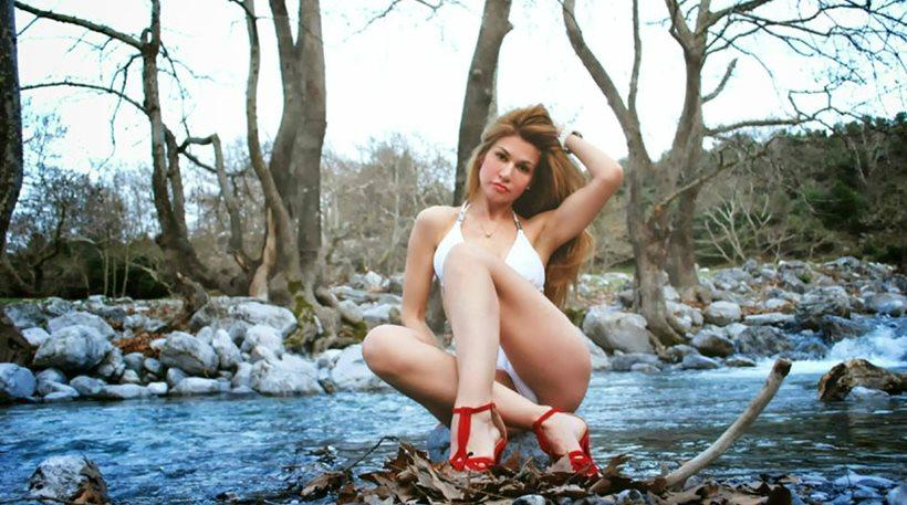 Στέλλα Τσιούχα: Στις όχθες του Ποταμού Θεοδωράκη κάθισα και πόζαρα!