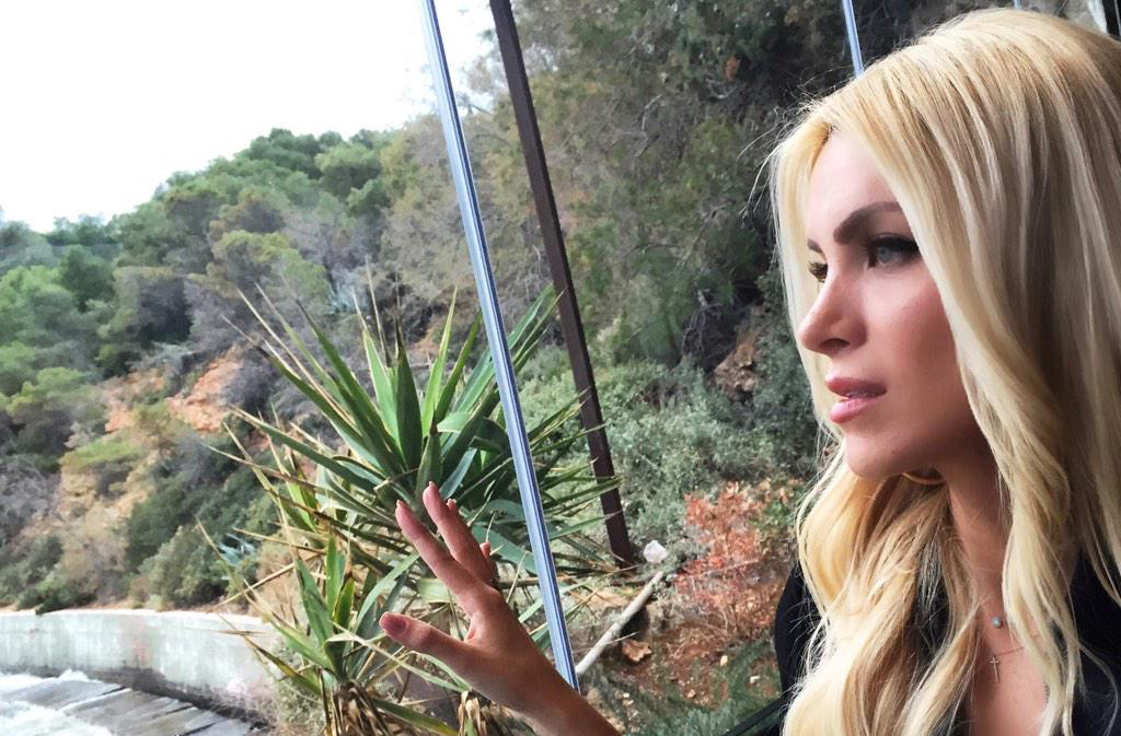H selfie της Κατερίνας Καινούργιου στη Βουλιαγμένη