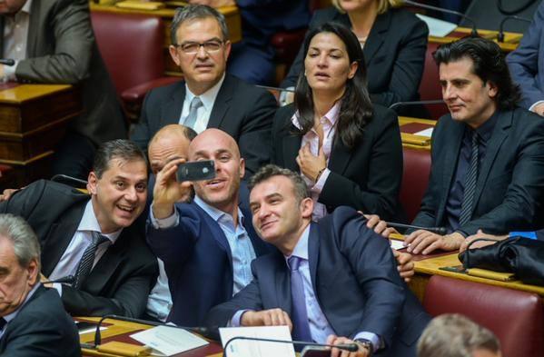Στιγμιότυπα αό την ορκωμοσία της καινούριας Βουλής
