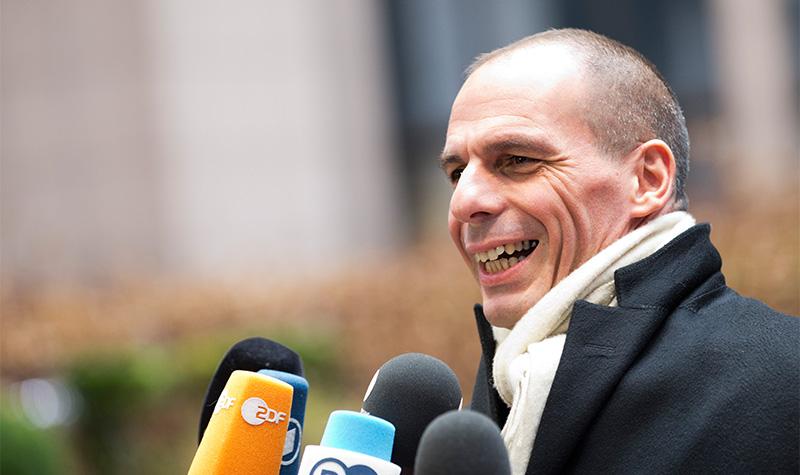 """Βαρουφάκης: """"Ποτέ δεν ανασύρθηκαν δεκάδες πνιγμένοι από τη Βουλιαγμένη"""""""