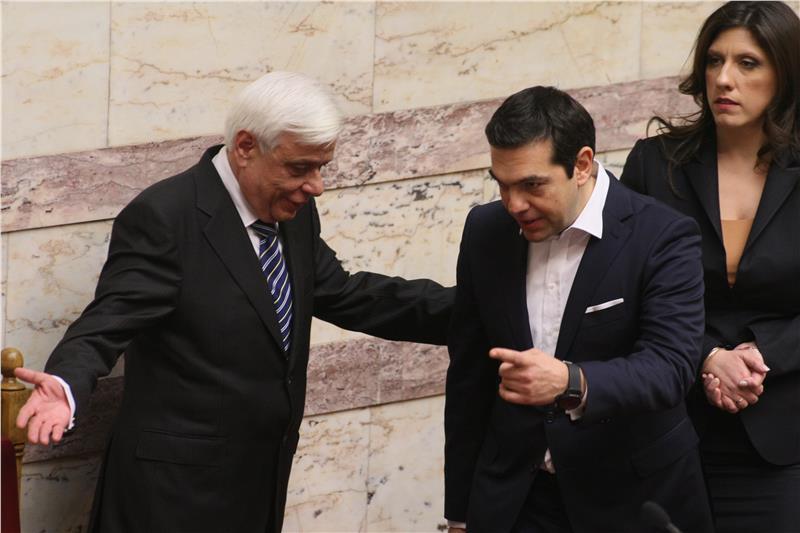 Ο Αλέξης Τσίπρας δείχνει στον νέο Πρόεδρο την κατεύθυνση που πρέπει να πάρει