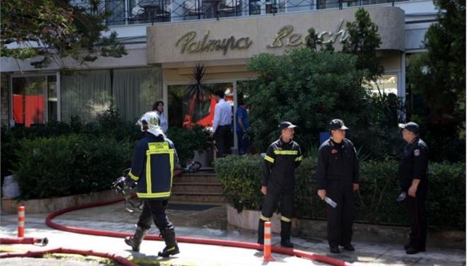 Γλυφάδα: Έσβησε η φωτιά στο ξενοδοχείο «Παλμύρα» (βίντεο)