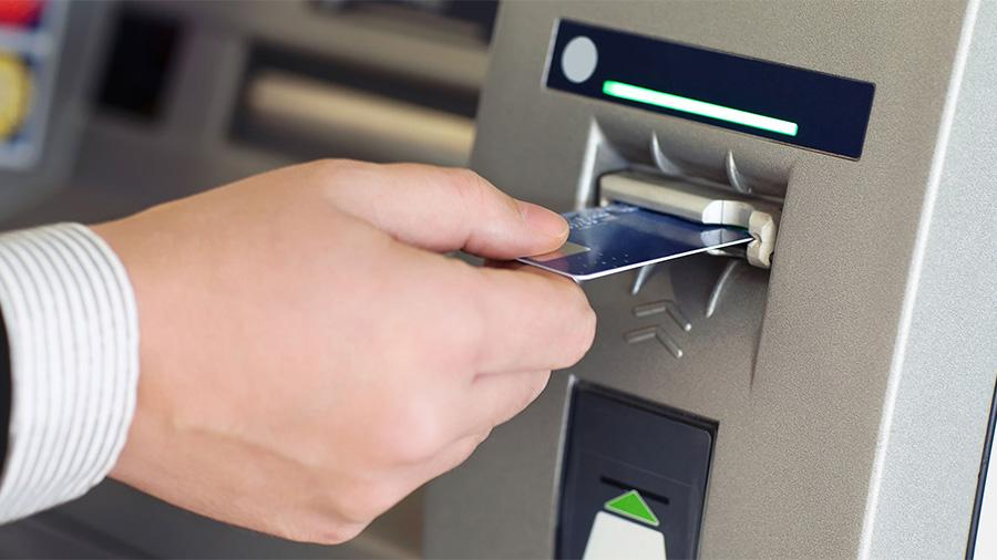 Διευκρινίσεις από την κυβέρνηση για τη χρήση ΑΤΜ και καρτών