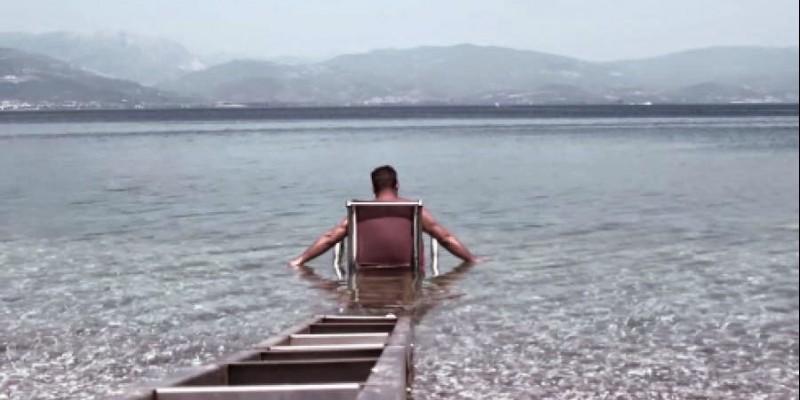 Ράμπες κολύμβησης για ΑΜΕΑ σε παραλίες της Αττικής
