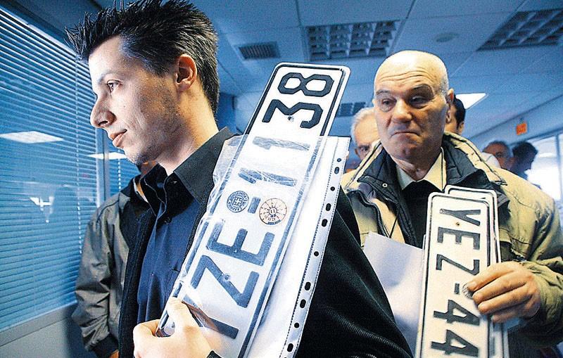 Επιστροφή πινακίδων και διπλωμάτων ενόψει δεκαπενταύγουστου