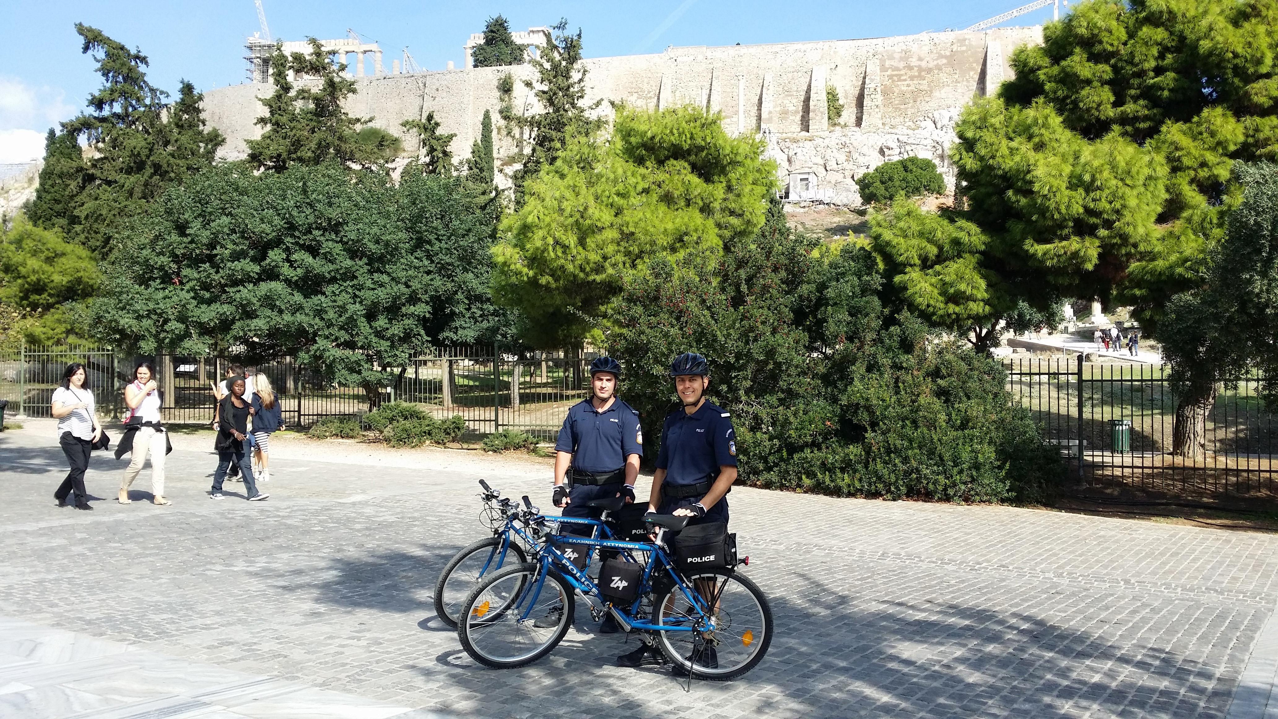 Ξεκινούν περιπολίες αστυνομικών με ποδήλατα στην Αθήνα