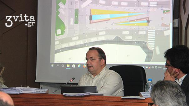 Ο Γρηγόρης Κωνσταντέλλος παρουσιάζει τη νέα πλατεία Βάρκιζας
