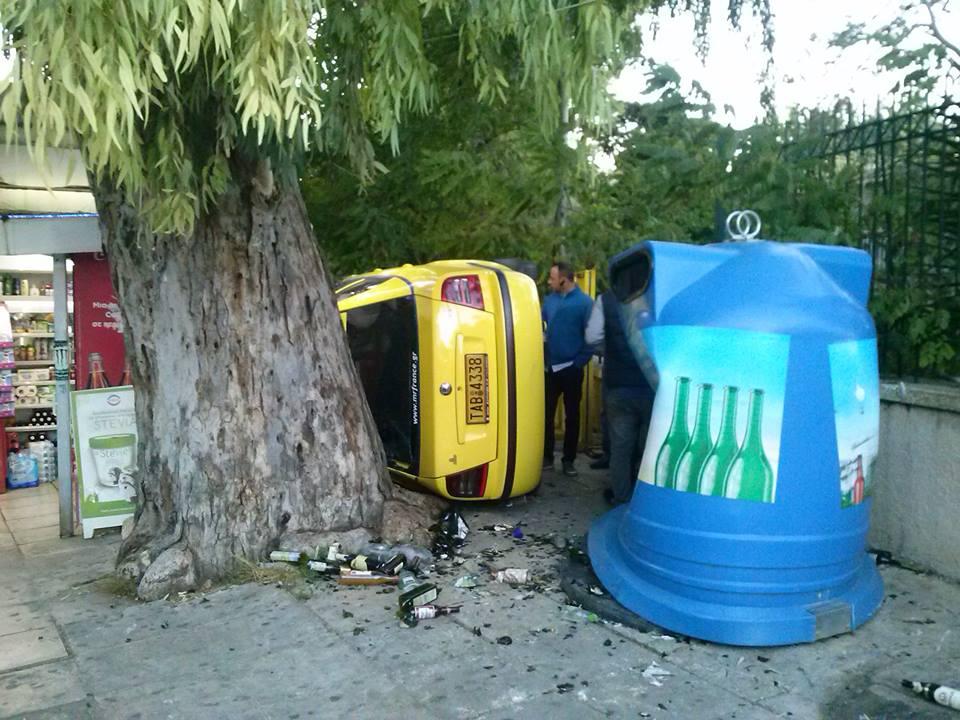 Το taxi σφήνωσε δίπλα από την πύλη του Ασκληπιείου