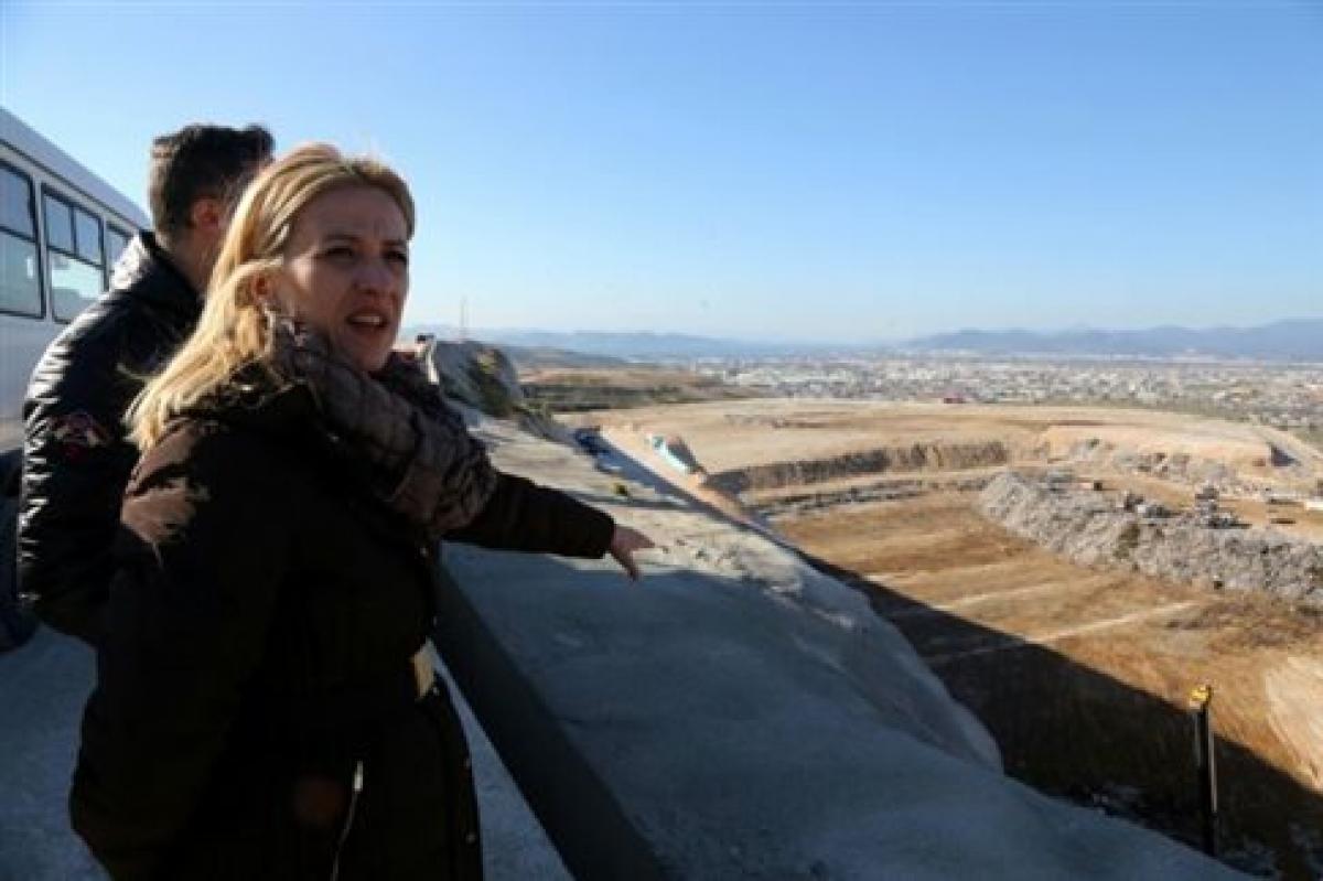 Aπόσυρση της τροπολογίας για τη διαχείριση αποβλήτων ζητά η Ρένα Δούρου