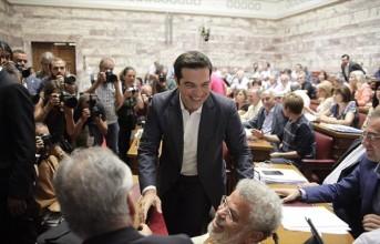 Τα προαπαιτούμενα ψηφίστηκαν στη βουλή αλλά με απώλειες...(βίντεο)