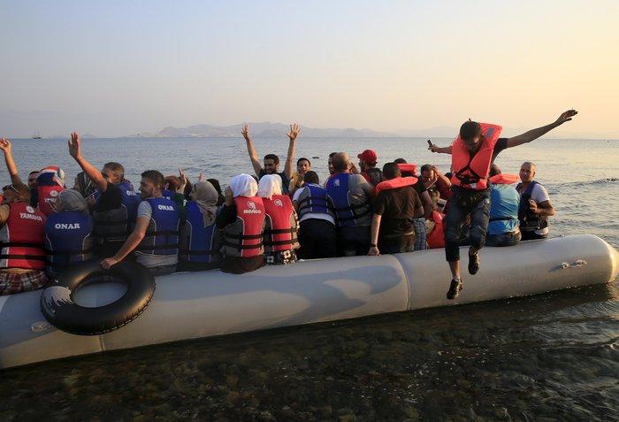 Συλλογή ειδών πρώτης ανάγκης για τους πρόσφυγες στη Βάρη