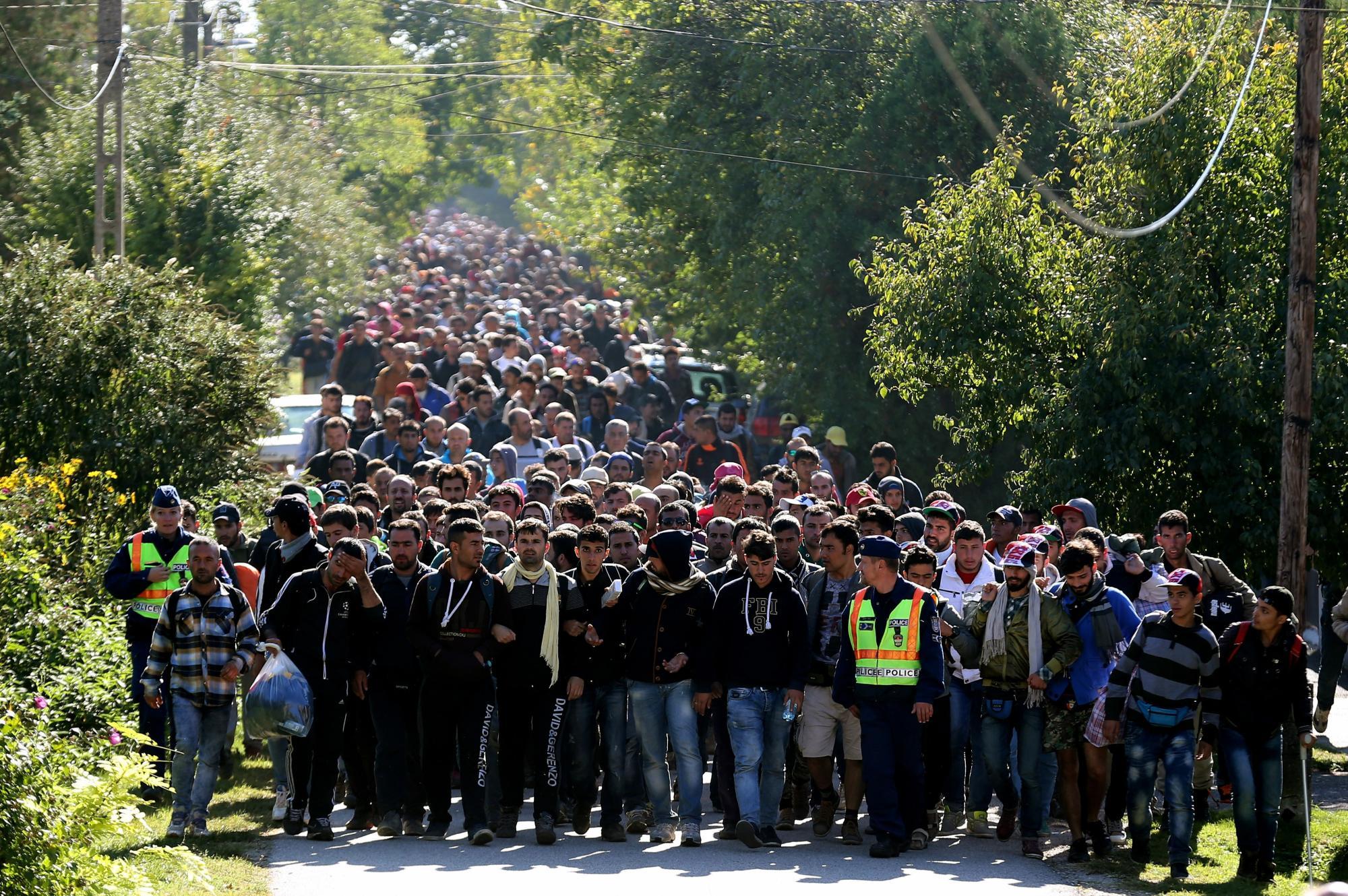 Στα χαρακώματα οι δήμαρχοι του νότου κατά της πρότασης για καταυλισμό προσφύγων στο Ελληνικό