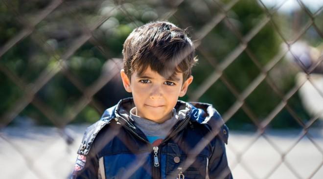 Προσφυγόπουλα στο Ελληνικό: Ένα φωτορεπορτάζ που συγκλονίζει