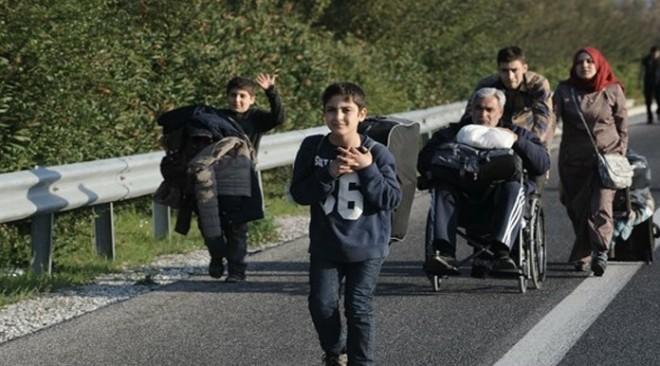 Έκκληση οδηγού: Προσοχή στην Εθνική Οδό, πρόσφυγες επιστρέφουν πεζοί!
