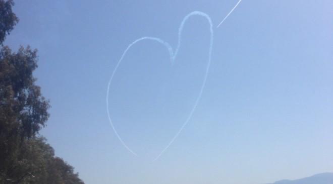 Μια αέρινη καρδιά στον ουρανό