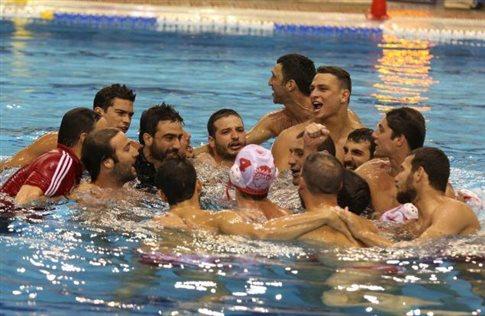 Σήκωσε το κύπελλο στη Βουλιαγμένη ο Ολυμπιακός