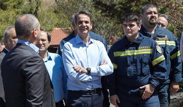 Πυροσβέστες και εθελοντές στην Αττική επισκέφθηκε ο Κυρ.Μητσοτάκης