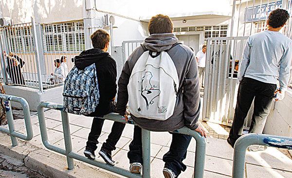 Το υπουργείο Παιδείας κλείνει σχολεία για τον κορωνοϊό, όχι οι Δήμοι