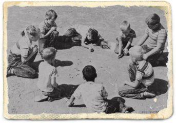 """Παίζουμε και τραγουδάμε """"σαν άλλοτε"""" στην παραλία της Βάρκιζας"""