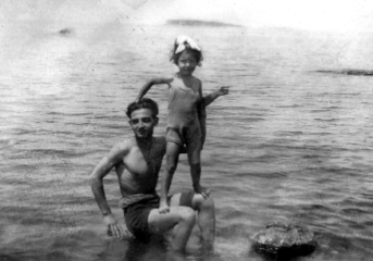 Φωτοαναμνήσεις μιας οικογένειας από τη Βούλα μιας άλλης εποχής