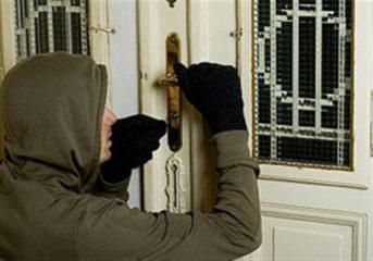 Εισβολή σε σπίτι ηλικωμένης στη Βουλιαγμένη με τεράστια λεία