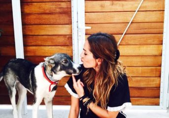 Η Δέσποινα Βανδή υιοθέτησε ακρωτηριασμένο αδέσποτο σκυλί