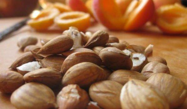 ΕΦΕΤ χτυπάει καμπανάκι για κατανάλωση πικρών πυρήνων βερίκοκου και πικραμύγδαλων