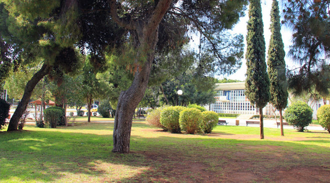 Καταπατήθηκαν κοινόχρηστοι χώροι στη Βουλιαγμένη;