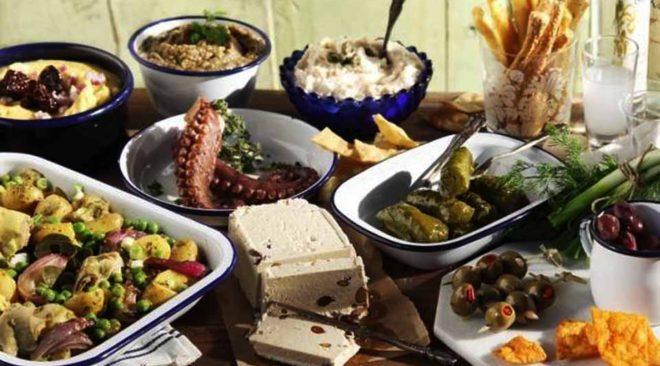Λίγο φθηνότερο φέτος το σαρακοστιανό τραπέζι