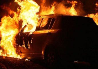 Πήρε φωτιά όχημα στην οδό Καλύμνου της Βούλας