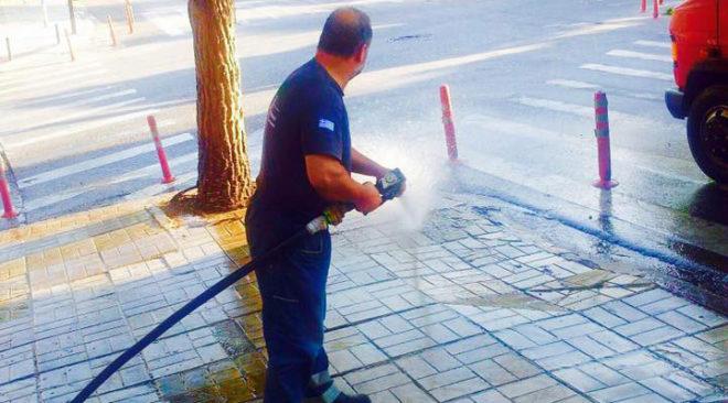 Πλένουν δρόμους των 3Β πυροσβεστικά οχήματα κατά την αντιπυρική περίοδο