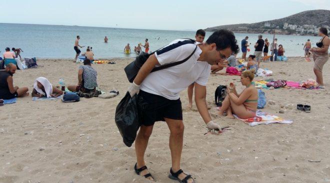 Καθάρισε εθελοντικά την παραλία της Βάρκιζας το Ποτάμι