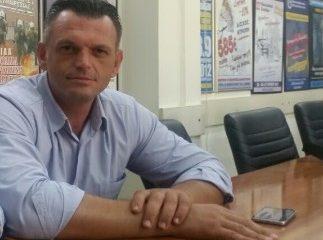 """Δανεικό """"το γιλεκάκι που φορεί"""" ο αστυνομικός της Ανατολικής Αττικής"""