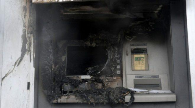 ATM στη Βάρη ανατίναξαν με σκοπό τη ληστεία άγνωστοι δράστες