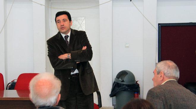 Δημήτρης Δαβάκης: Κτηματικές business διοικούν στη Βούλα