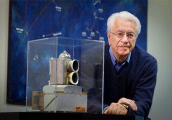 Ο Σταμάτης Κριμιζής μιλά στη Βουλιαγμένη για το διάστημα
