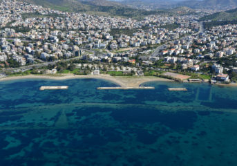 Costa Navarino, Hilton και Grivalia στις οργανωμένες ακτές της Βούλας
