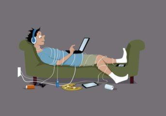 Οι ειδικοί για τις διαδικτυακές εξαρτήσεις μιλούν σε γονείς στη Βούλα
