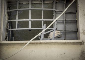 Απέδρασαν 3 κακοποιοί από το ΑΤ Αργυρούπολης, στο αυτόφωρο οι ...αστυνομικοί