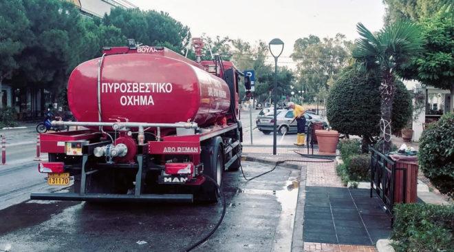 Βούλα: Οχήματα για πυρόσβεση ή για πλύσιμο πεζοδρομίων;